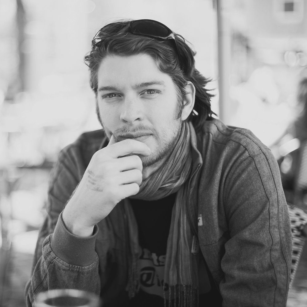Portrait_SimonStickerby-Martin-Gommel